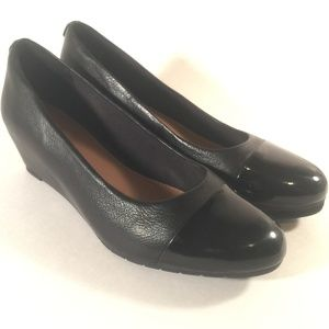 Clarks black leather patent toe comfort wedge sz 7